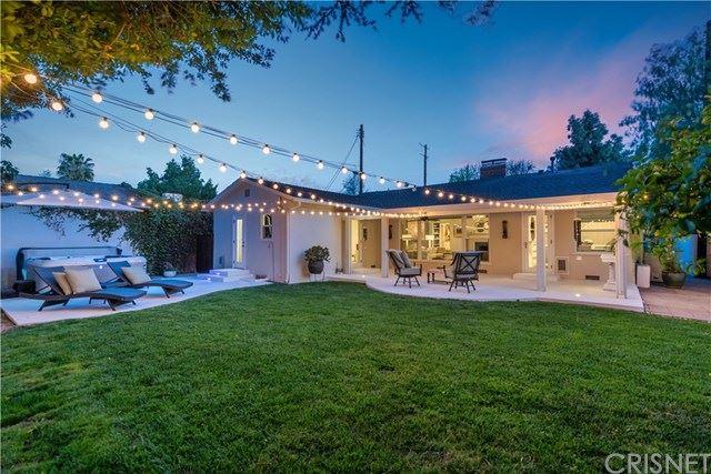 Photo of 13453 Oxnard Street, Valley Glen, CA 91401 (MLS # SR21079819)