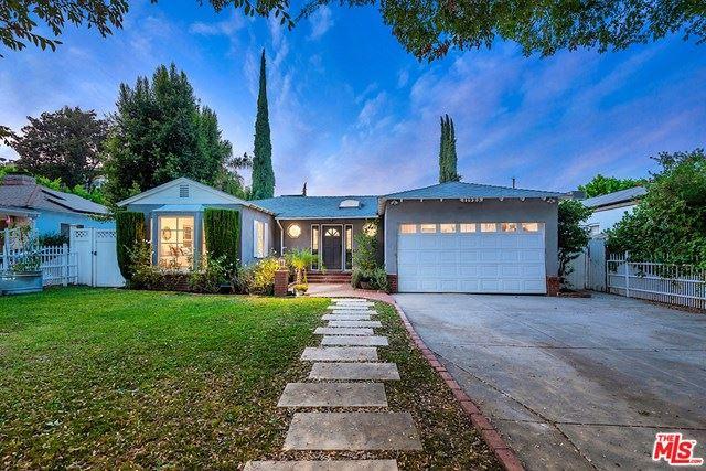 Photo of 11923 Hartsook Street, Valley Village, CA 91607 (MLS # 21709822)