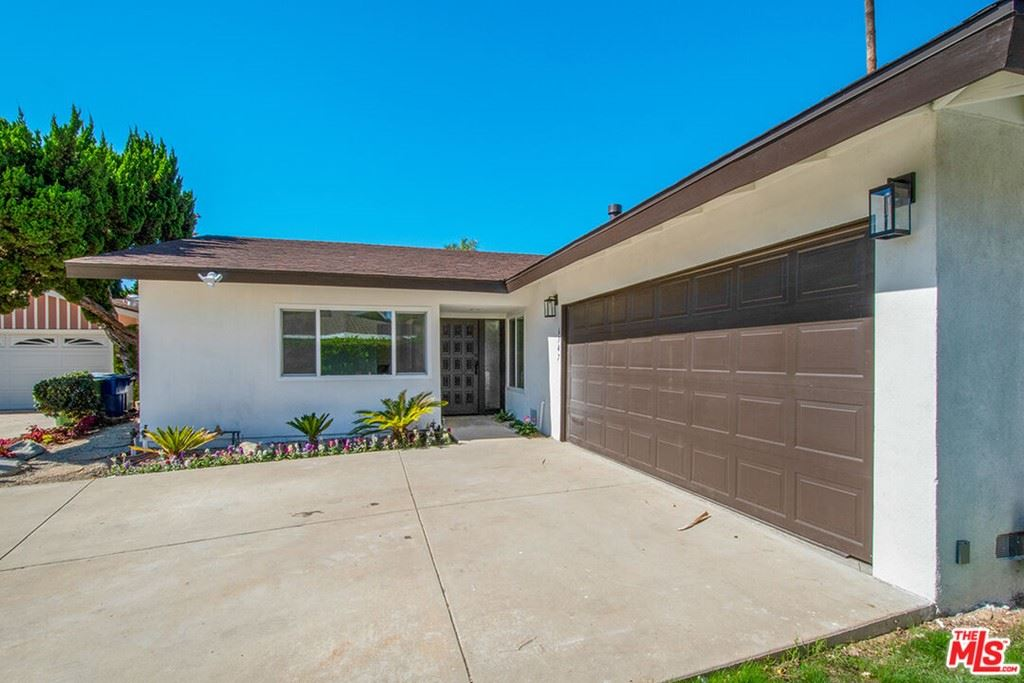 Photo of 6747 Blewett Avenue, Lake Balboa, CA 91406 (MLS # 21794824)