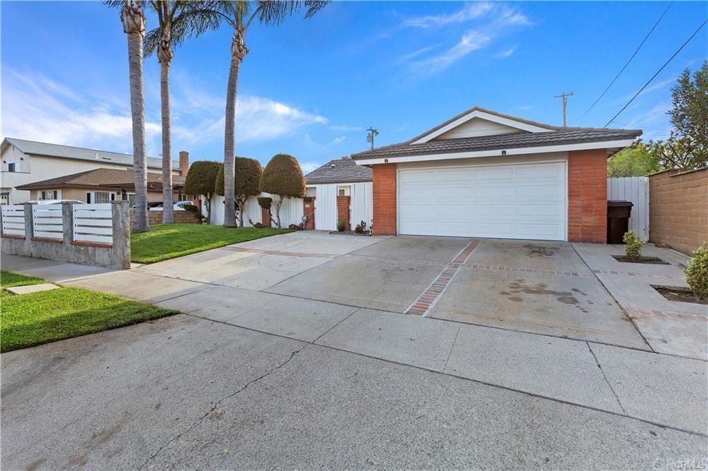 Photo of 2526 S Poplar Street, Santa Ana, CA 92704 (MLS # OC21229824)