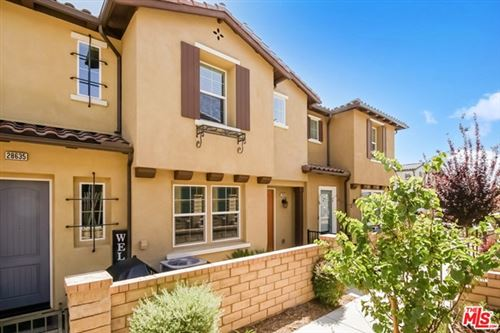 Photo of 28633 Jardineras Drive, Santa Clarita, CA 91354 (MLS # 21730826)