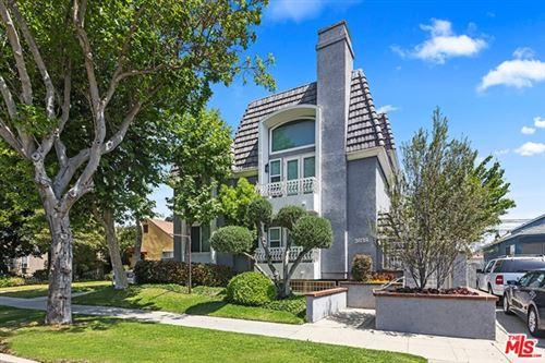Photo of 2638 S Barrington Avenue, Los Angeles, CA 90064 (MLS # 21723828)