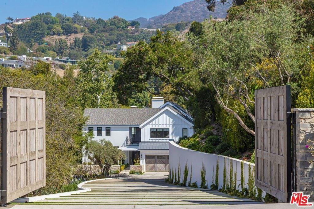 Photo of 937 Las Lomas Avenue, Pacific Palisades, CA 90272 (MLS # 21783828)