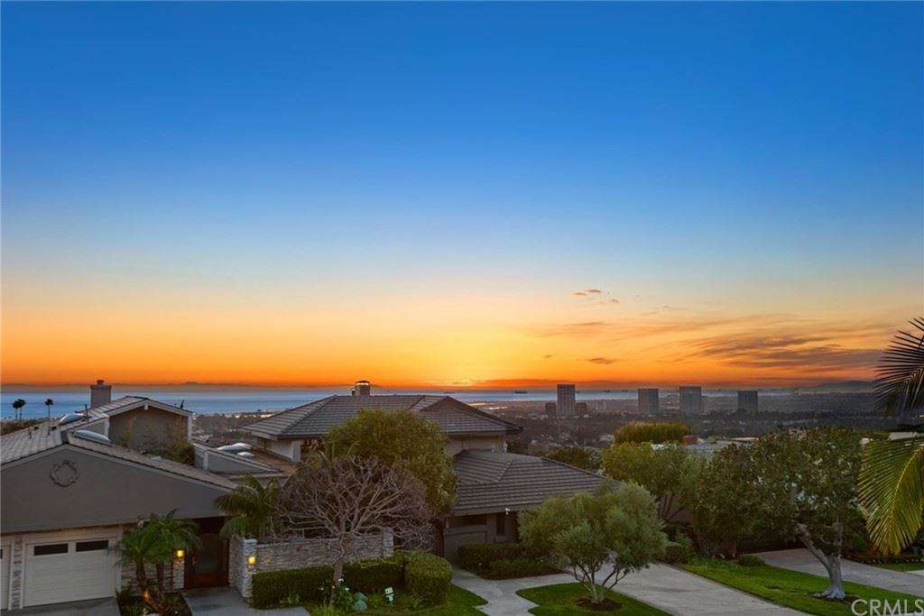 Photo of 2 Yorkshire, Newport Beach, CA 92660 (MLS # OC21023829)