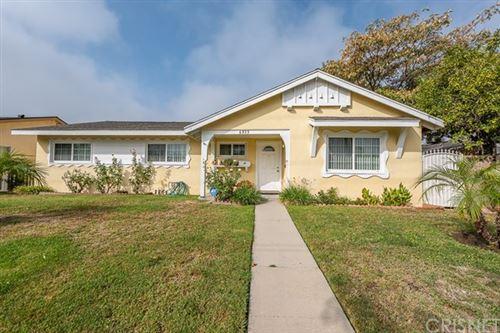 Photo of 6933 Fallbrook Avenue, West Hills, CA 91307 (MLS # SR20220830)