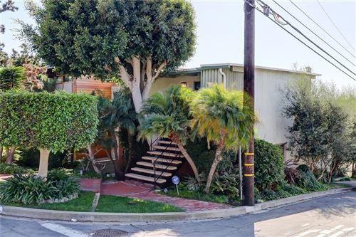 Photo of 937 Highview Avenue, Manhattan Beach, CA 90266 (MLS # SB21198832)
