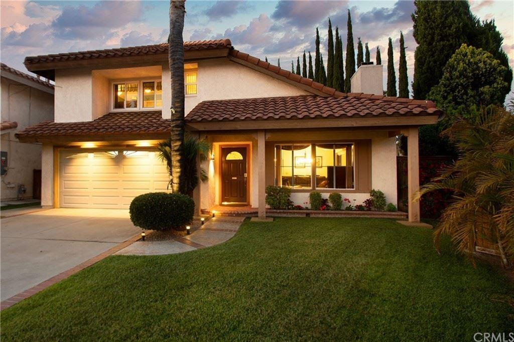 Photo of 2 Via Magnolia, Rancho Santa Margarita, CA 92688 (MLS # OC21149834)