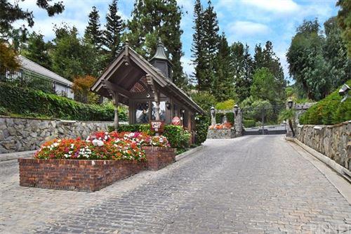 Photo of 16159 Valley Meadow Place, Encino, CA 91436 (MLS # SR20220836)