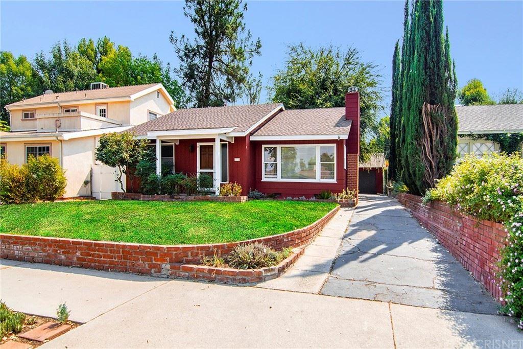 Photo of 22134 Ybarra Road, Woodland Hills, CA 91364 (MLS # SR21212841)