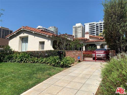 Photo of 10659 Wellworth Avenue, Los Angeles, CA 90024 (MLS # 21782842)