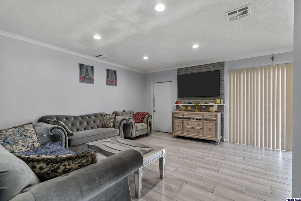 Photo of 12421 Stagg Street, North Hollywood, CA 91605 (MLS # 320006843)