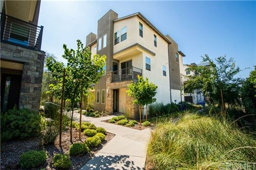 Photo of 19549 Astor Place, Northridge, CA 91324 (MLS # SR20126844)
