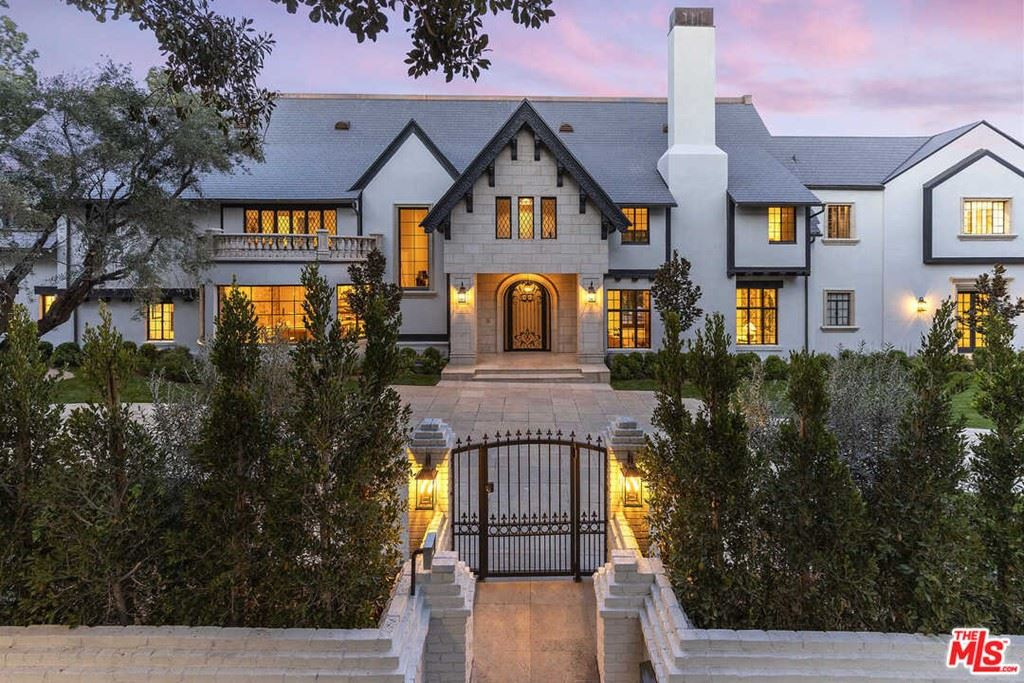 Photo of 910 N Rexford Drive, Beverly Hills, CA 90210 (MLS # 21718846)