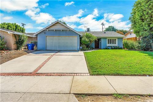 Photo of 22900 Hartland Street, West Hills, CA 91307 (MLS # SR21221848)