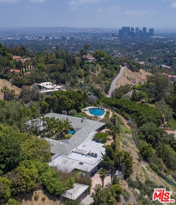 Photo for 1375 Beverly Estates Drive, Beverly Hills, CA 90210 (MLS # 20633852)