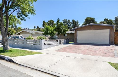 Photo of 27314 Crossglade Avenue, Canyon Country, CA 91351 (MLS # SR21159853)