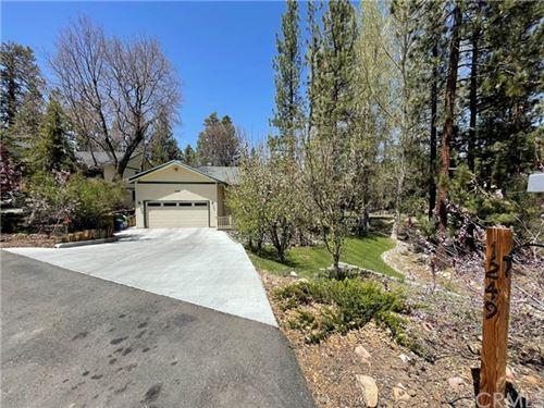 Photo of 1249 Edelweiss Drive, Big Bear, CA 92314 (MLS # CV21097854)
