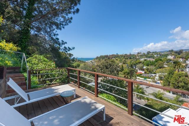 Photo for 392 ENTRADA Drive, Santa Monica, CA 90402 (MLS # 19447856)