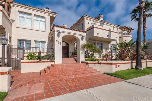 Photo of 302 S Catalina Avenue #8, Redondo Beach, CA 90277 (MLS # SB21091858)