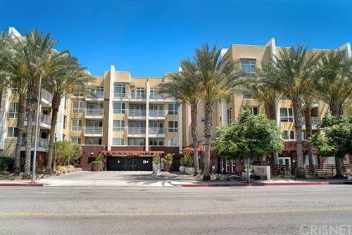 Photo of 21301 Erwin Street #414, Woodland Hills, CA 91367 (MLS # SR20223860)