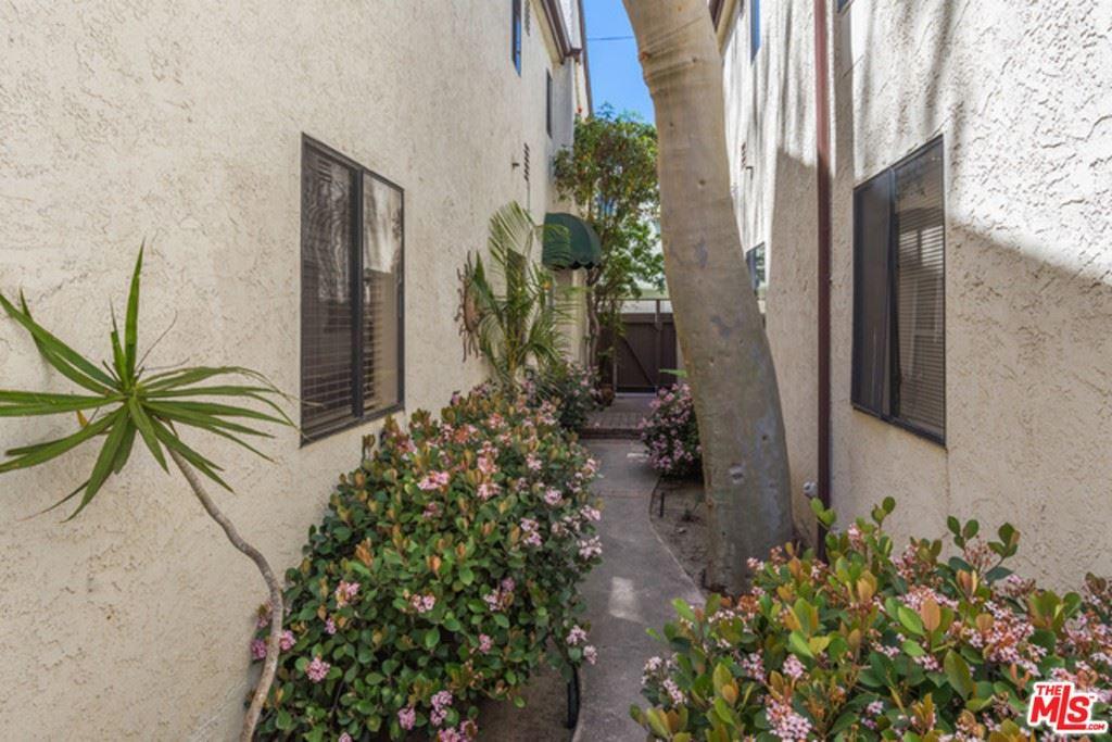 Photo of 537 Venice Way #2, Venice, CA 90291 (MLS # 21766862)