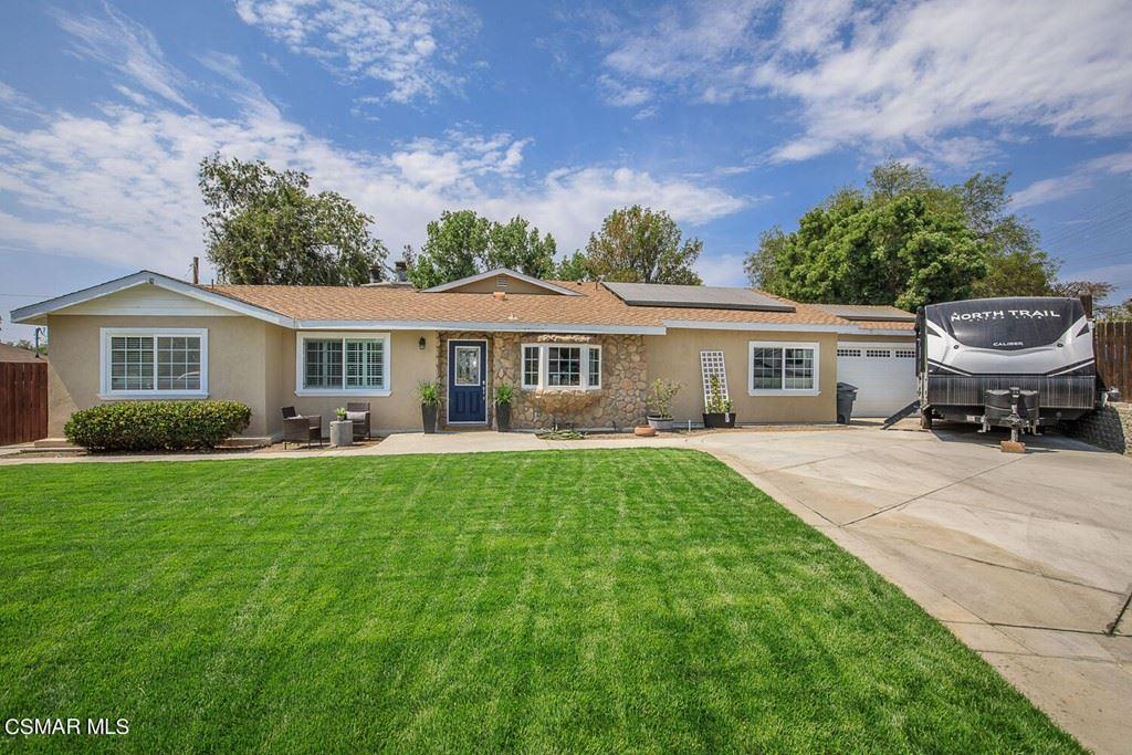 Photo of 2379 Calle Alucema, Thousand Oaks, CA 91360 (MLS # 221003863)