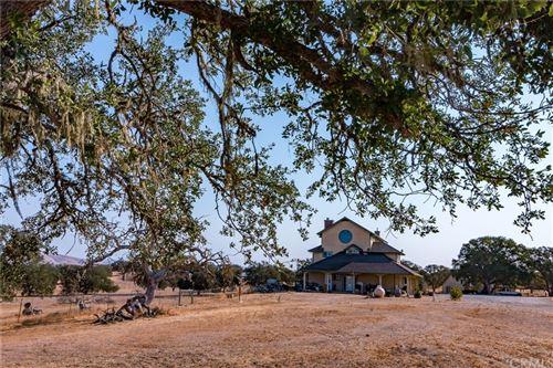 Photo of 7150 Benton Road, Paso Robles, CA 93446 (MLS # NS21198866)