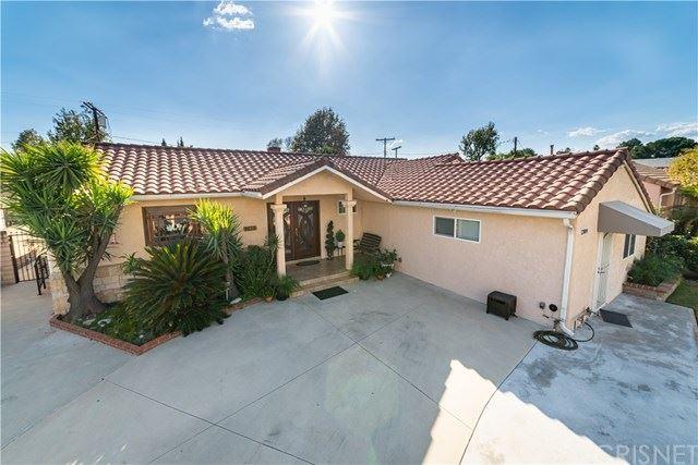 Photo of 12802 Albers Street, Valley Village, CA 91607 (MLS # SR21068867)