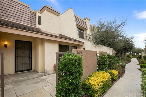 Photo of 18411 Collins Street #E, Tarzana, CA 91356 (MLS # SR19268869)