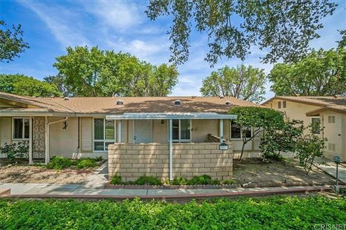 Photo of 19115 Avenue Of The Oaks, Newhall, CA 91321 (MLS # SR21162869)