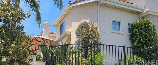 Photo of 327 Avenida De Royale, Thousand Oaks, CA 91362 (MLS # SR21131869)