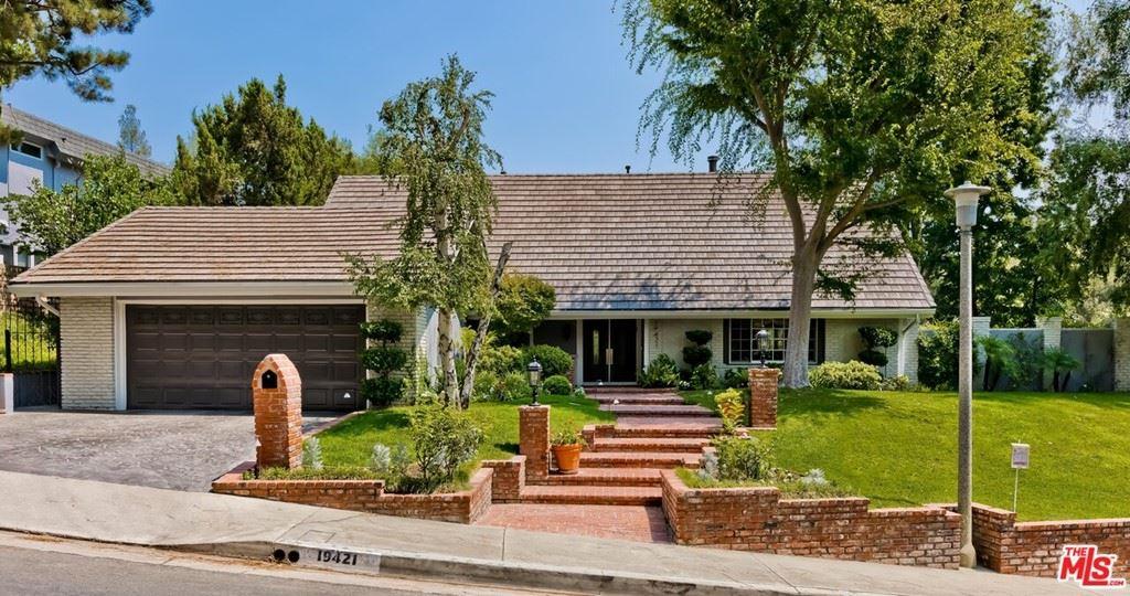 Photo for 19421 Greenbriar Drive, Tarzana, CA 91356 (MLS # 21761872)