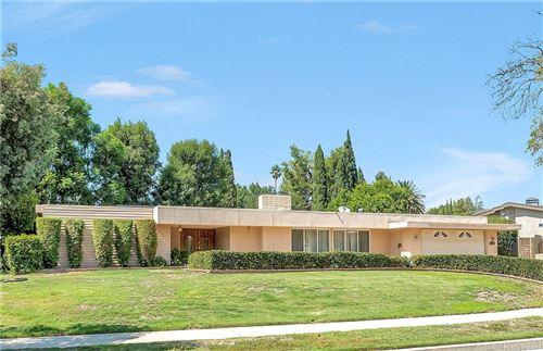 Photo of 10327 Keokuk Avenue, Chatsworth, CA 91311 (MLS # SR21204874)