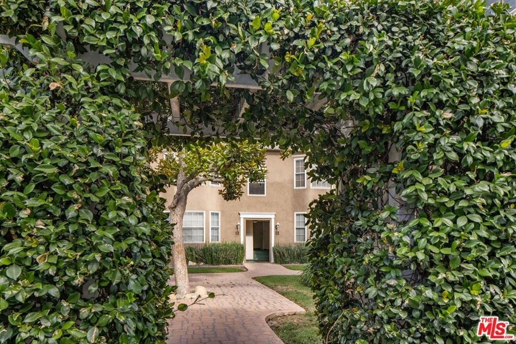 Photo of 15032 1/2 Dickens Street, Sherman Oaks, CA 91403 (MLS # 21785874)