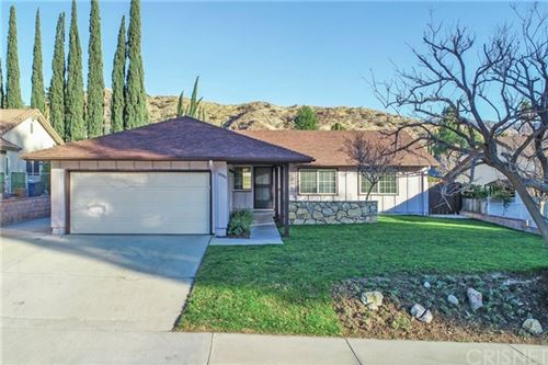 Photo of 28948 Flowerpark Drive, Canyon Country, CA 91387 (MLS # SR21010876)