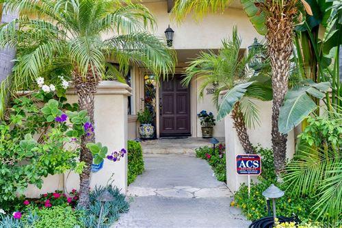 Photo of 18955 La Amistad Place, Tarzana, CA 91356 (MLS # SR21162881)