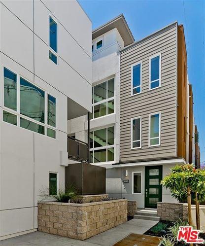 Photo of 6904 N Tierno Lane, Los Angeles, CA 90038 (MLS # 20651882)