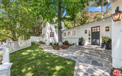 Photo of 2930 Mandeville Canyon Road, Los Angeles, CA 90049 (MLS # 21788882)