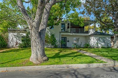 Photo of 12645 Tiara Street, Valley Glen, CA 91607 (MLS # SR20058882)