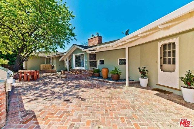Photo of 11490 Laurelcrest Road, Studio City, CA 91604 (MLS # 21714884)