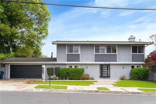 Photo of 24237 Hatteras Street, Woodland Hills, CA 91367 (MLS # SR21229889)
