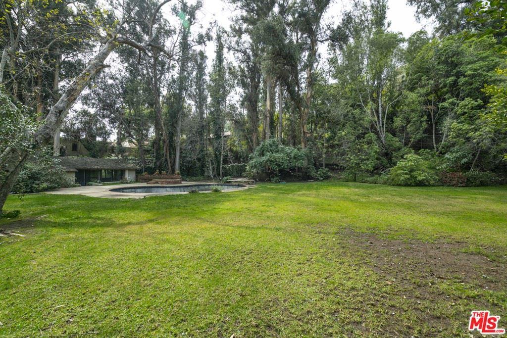 Photo of 1505 Old Oak Road, Los Angeles, CA 90049 (MLS # 21683890)