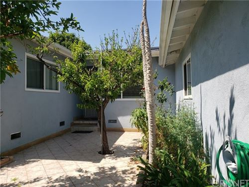 Photo of 15809 BASSETT Street, Lake Balboa, CA 91406 (MLS # SR21003891)