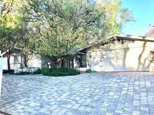 Photo of 5045 Donna Avenue, Tarzana, CA 91356 (MLS # 221000893)