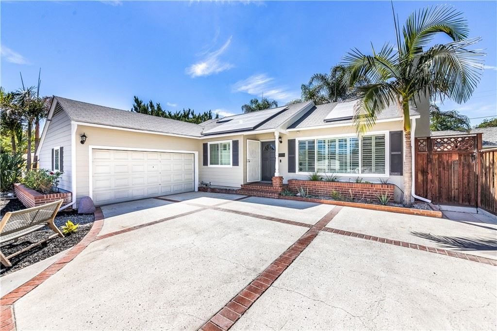 Photo of 7027 Lasaine Avenue, Lake Balboa, CA 91406 (MLS # SR21197897)
