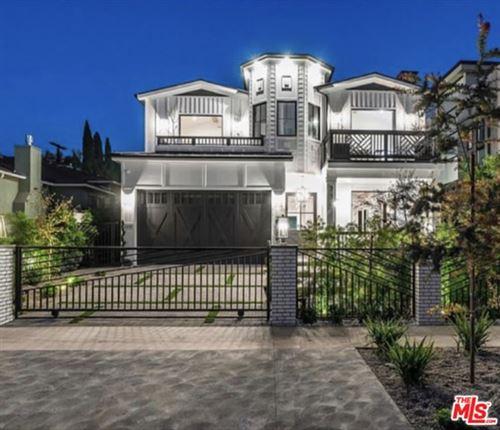 Photo of 330 N Harper Avenue, Los Angeles, CA 90048 (MLS # 20641898)