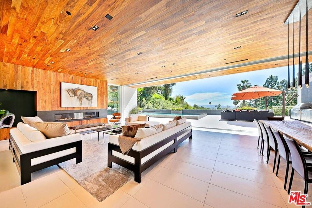 Photo of 1120 Loma vista Drive, Beverly Hills, CA 90210 (MLS # 21738908)