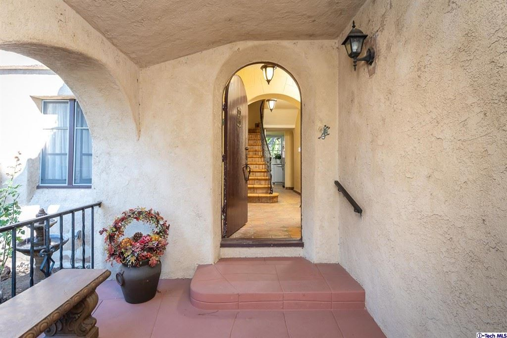 Photo of 325 Lawson Place, Glendale, CA 91202 (MLS # 320007909)