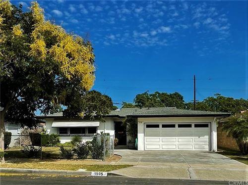 Photo of 1505 S Woodland Place, Santa Ana, CA 92707 (MLS # OC21206910)