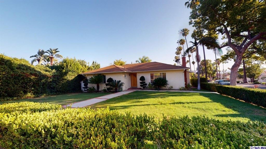 Photo of 1622 Bel Aire Drive, Glendale, CA 91201 (MLS # 320006912)